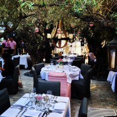 Garden dining at PUMP Lounge by Lisa Vanderpump in West Hollywood.  http://glitteratitours.com/