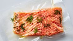 Sous Vide Salmon with Lemon and Dill This sous vide salmon recipe is great cold flaked over a salad or hot with some veggies. Here's how to get it the perfect texture. Sous Vide Fish Recipe, Sous Vide Salmon Recipes, Baked Salmon Recipes, Cooking Salmon, Cooking Scallops, Dill Recipes, Lunch Recipes, Fresco, Slow Cooker Recipes