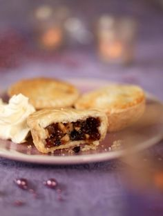 Mince pies are a staple in the festive season; indulge in delicious homemade treats this Christmas with Jamie Oliver's simple mince pie recipe. Fruit Mince Pies, Mince Meat, Meat Pies, Fruit Recipes, Pie Recipes, Delicious Recipes, Vegetarian Recipes, Recipies, Homemade Mince Pies