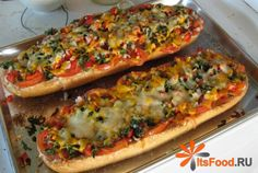 Летняя пицца на хлебе http://ricettio.com/recipe-1713-letnyaya-pitstsa-na-hlebe  Неожиданного нагрянули гости? Самое время угостить их летней пиццей на хлебе! Рецепт очень прост, и требует совсем немного времени. Никакой возни с тестом, а большая часть ингредиентов растет на огороде. Такую пиццу можно приготовить как самостоятельное блюдо или закуску.