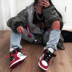 NIKE shoes sneakers street styles/outfit with Nike shoes/womens outfit style/jordan girls/womenstyle/streetwear/supreme girl/AIR JORDAN 1 shoes Skater Girl Outfits, Tomboy Outfits, Teenage Outfits, Cute Casual Outfits, Mode Outfits, Retro Outfits, Vintage Outfits, Fashion Outfits, Mens Fashion