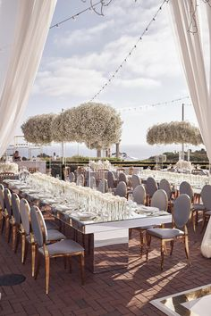 20 Wedding Trends for 2020 – PartySlate - corporate event design White Wedding Decorations, Luxury Wedding Decor, Table Decorations, Outside Wedding, Wedding Trends, Wedding Ideas, Dream Wedding Dresses, Wedding Locations, Welding Projects