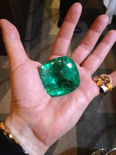 Paolo Costagli – An extremely rare 350 Carat Colombian Emerald in the palm of his hand.Cut and polished. An emerald to end all emeralds. And it's not even set yet. Emerald Gemstone, Emerald Jewelry, Gems Jewelry, Gemstone Jewelry, Jewellery, Emerald Rings, Ruby Rings, Emerald Cut, Minerals And Gemstones