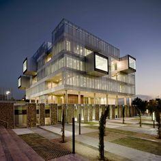 Comisaría del distrito Fuencarral-El Pardo - Voluar Arquitectura S.L.P.   http://www.envolvente-arquitectonica.com/revistas/digital/05/#/40/
