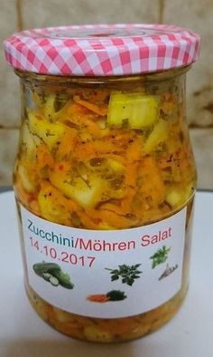 Eingekochter Zucchini-Möhren-Salat - New Sites Vegetable Drinks, Vegetable Dishes, Vegetable Recipes, Name Of Vegetables, Mutton Meat, Cooking Dishes, Cooking Time, Carrot Salad, Quesadilla Recipes
