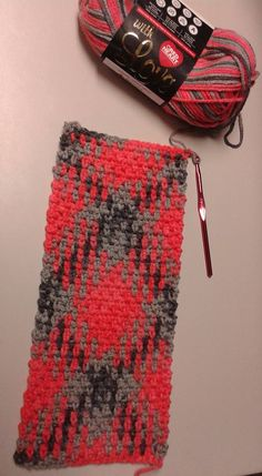 Using a J (6mm) hook. Started with ch 24. Moss stitch - sc, ch 1, sc method. Who else have had success with color pooling?