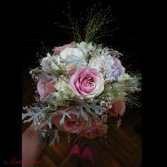 #silver #touch #romantic #wedding #bride #bouquet #madewithlove #madewithjoy #livadacuvisini #paulamoldovan #davidaustin #special #roses #davidaustinroses #scent #scentoftheday #scentofthemoment #scentofawomen #idoflowers #weddingflowers #flowers #florinunta #bucuresti #floral #design #floraldesign Wedding Bride, Wedding Flowers, David Austin Roses, Nasa, Floral Design, Floral Wreath, Bouquet, Romantic, Wreaths