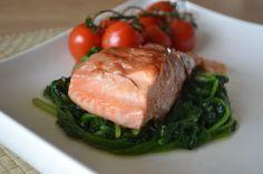 Zalm in parmaham met spinazie en trostomaatjes  Zalm in parmaham met spinazie en trostomaatjes