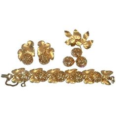 Preowned Elsa Schiaparelli Brushed Gold Swarovski Crystal Demi Parure... ($695) ❤ liked on Polyvore featuring jewelry, brooches, brown, chunky jewellery, swarovski crystal jewelry, chunky gold jewellery, brown jewelry and iridescent jewelry