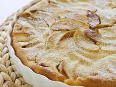 Apfel-Clafouti - Der französische Klassiker in einer neuen Variante | Zeit: 30 Min. | http://eatsmarter.de/rezepte/apfel-clafouti