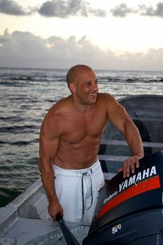 Pics & Info of the gorgeous Actor Vin Diesel. Run by a fan, not the real Vin Vin Diesel Shirtless, Shirtless Men, Vin Diesel Wife, Bald Look, Dominic Toretto, Hottest Male Celebrities, Celebs, Wife And Kids, The Expendables