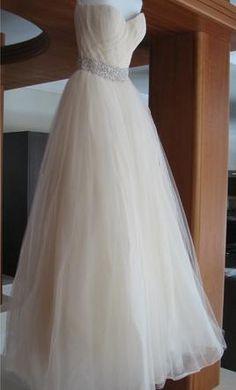 I love this wedding dress.