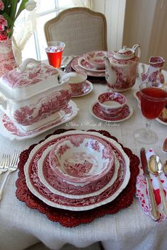 Hello everyone, We have had a return to winter today buta nice cozy lunch by the bay window willbe relaxing and cheerful. Red Table Settings, Beautiful Table Settings, Vintage Dishes, Vintage China, Red Dinnerware, White Dishes, Pink Dishes, Red Cottage, Red Kitchen