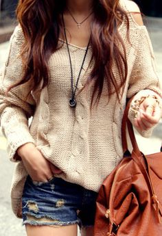 style inspiration || loose beige sweater and shorts, maybe for fall