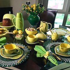 Até a mesa de café da manhã entrou no clima da Copa do Mundo. Dining Decor, Dining Room Design, Dining Room Table, Table Place Settings, French Table, Dinnerware Sets, Table Linens, Tablescapes, Table Decorations