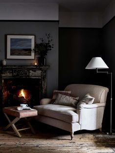 Chalet Chic, Snug Room, Cosy Room, Salons Cottage, Home Panel, Distressed Walls, Front Rooms, Dark Interiors, Cottage Living