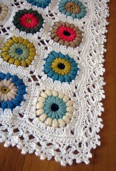 Very pretty edging on a very pretty blanket.