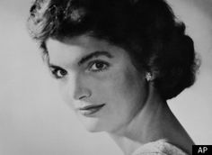 30 Jackie Kennedy Quotes on Grace and Inner Strength Jacqueline Kennedy Onassis, Jackie Kennedy Quotes, Jackie O's, Les Kennedy, Jaqueline Kennedy, John F Kennedy, Grace Kelly, Anthony Bourdain Quotes, Familia Kennedy
