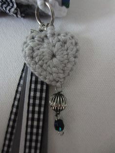 I like the heart with the beads attached and the ring for a key ring. Crochet Keychain, Crochet Tote, Knit Or Crochet, Crochet Gifts, Girly Gifts, Japanese Embroidery, Crochet Accessories, Valentine Crafts, Crochet Flowers