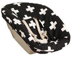 Newbornhoes Stokke, zwart met  witte plusjes. www.ukje.nl