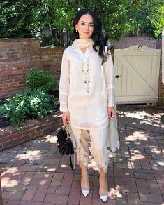 Pakistani Fashion Party Wear, Pakistani Wedding Outfits, Pakistani Couture, Pakistani Dress Design, Pakistani Dresses, Indian Dresses, Indian Outfits, Nice Dresses, Casual Dresses