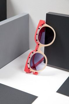 Anne et Valentin / Frames et Optics – Eyewear While their creations are original, colorful and lively, they are, above all, objects that combine ergonomics and respect for those who wear them. Ray Ban Sunglasses Outlet, Ray Ban Outlet, Sunglasses Online, Oakley Sunglasses, Sports Sunglasses, Lunette Style, Discount Ray Bans, Cheap Ray Bans, Street Style Women