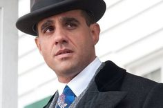 Bobby Cannavale wins Best Supporting Actor at the 2013 Emmys