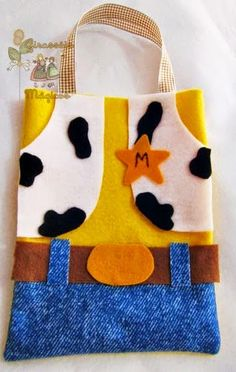 No instrtuctions but cute for my little cowboy! Toy Story Theme, Toy Story Party, Toy Story Birthday, Disney Crafts, Disney Toys, Candy Bags, Goodie Bags, Diy Arts And Crafts, Felt Crafts