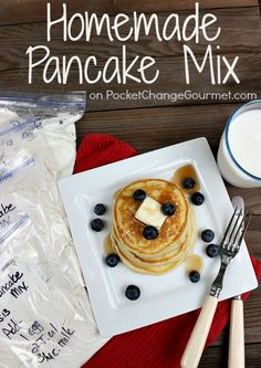 Homemade Pancake Mix :: Recipe on PocketChangeGourmet.com #Breakfast #Quick #BacktoSchool