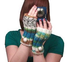 what better for fall than finger-less gloves with a button sown on?