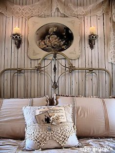 i lovee the head board of the bed if i had a little girl and the wall is amazingg. would love some of these pieces for a guest bedroom