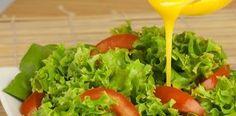 Prepara un ligero aderezo de mostaza y yogur ¡Excelente para ensaladas! Salsa Dulce, Lettuce, Avocado Toast, Guacamole, Spinach, Mexican, Meat, Chicken, Vegetables