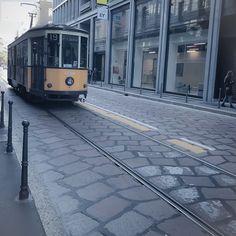 #SulleRotaie era bellissima seduta sul tram assorta mentre immaginava la vita di tutti quegli sconosciuti seduti vicino a lei. #travelgirl
