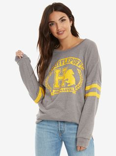 Join the HUFFLEPUFF SQUAD! If you know a Hufflepuff tell them join! Harry Potter Shirts, Harry Potter Mode, Estilo Harry Potter, Harry Potter Cosplay, Harry Potter Style, Harry Potter Outfits, Harry Potter Clothing, Harry Potter Womens Clothes, Harry Potter Sweatshirt