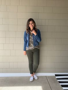 How to Wear One Camo Tee Ten Ways – Just Posted Old Navy Outfits, Outfits With Converse, Casual Outfits, Camo Converse, White Converse, Camo Shirt Outfit, Target Clothes, Green Jeans, Green Jacket