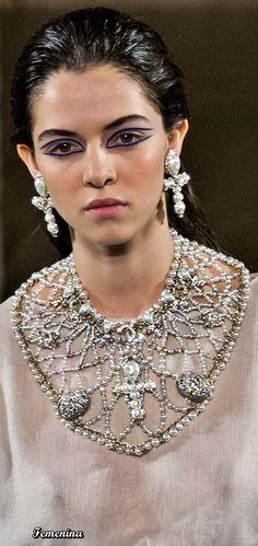 Chanel Métiers d'Art Pre-Fall 2019 Trendy Fashion Jewelry, Funky Jewelry, Fall Jewelry, Fashion Jewelry Necklaces, Fashion Accessories, Fashion Jewellery, Diy Jewelry, Jewelry Accessories, Chanel Jewelry