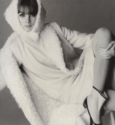 Jean Shrimpton wasn't just a model; she was THE model in the early to mid Britain. She appeared in Vogue countless times and was . Fashion Images, Fashion Photo, Fashion Models, Fashion Beauty, Love Jeans, Jeans Style, 1960s Fashion, Vintage Fashion, Jean Shrimpton