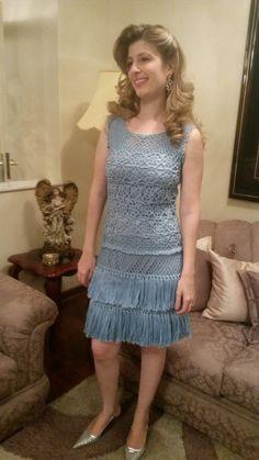 Vestido de croche com franjas , ideal para ocasiões especiais , casamentos , aniversários etc ,  Confeccionado com linha de algodão , aceita encomenda na cor desejada .  Não acompanha forro