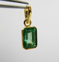 2.81cts BRIGHT GREEN COLOMBIAN EMERALD SOLITAIRE PENDANT 18K GOLD