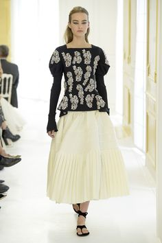 Christian Dior Couture Fall 2016 Christian Dior Couture, 2016 Trends, Fall Trends, Fashion News, High Fashion, Fashion Trends, Got The Look, Black White Fashion, Puff Sleeves