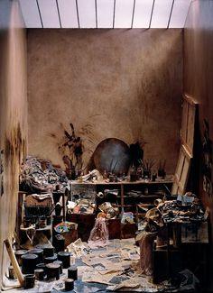 20 fotos de grandes artistas em seus estúdios