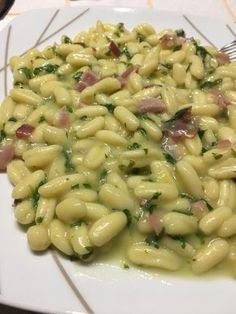 Cavatelli with speck, rocket and potato cream What do I cook today? Cooking recipes with photos, all the recipes from my kitchen Pasta Recipes, Cooking Recipes, Healthy Recipes, Potato Recipes, Italian Dishes, Italian Recipes, Restaurant Restaurant, Antipasto, Gastronomia