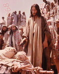Jesus (Robert Powell) heals a paralyzed man<3
