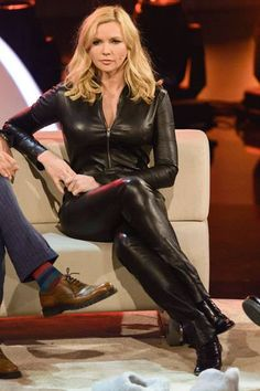German Actress Veronica Ferres in a full black Leather Catsuit Long Leather Coat, Leather And Lace, Black Leather, Leather Boots, Legging Outfits, Spanx Leather Leggings, Top Mode, Interview Style, Sexy Latex
