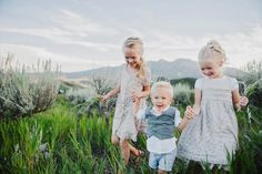 Beautiful Hillside Family Photos by Lori Romney Photography - Beauty and Lifestyle Mommy Magazine Sibling Photography, Outdoor Photography, Beauty Photography, Lifestyle Photography, Children Photography, Photography Ideas, House Photography, Family Photo Sessions, Family Posing
