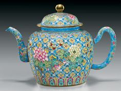 Antique enamel porcelain teapot, Mid Qing Dynasty