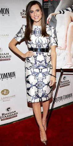 Allison Williams couldn't be missed in Prabal Gurung's print