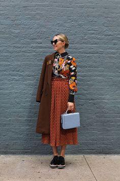 Mixing Prints Outfit Mixing Patterns Fashion Source by koontzsf alla moda Fashion Mode, Fashion Week, Look Fashion, Winter Fashion, Fashion Outfits, Womens Fashion, Fashion Trends, Fall Fashion Street Style, Fashion Clothes
