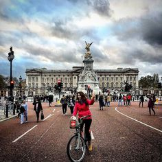 Bir taş attım pencereye tık dedi Elizabeth çıktı Harry evde yok dedi vay vay #london #buckinghampalace #city #ig_worldclub #ig_exquisite #sm #ig_london #ig_europe #myflagrants #magicpict #ig_today #hayatakarken #ig_photooftheday #ig_captures #fitness #fitfam #fitspo #instalike #fireplace #love #tagsforlikes #instaphoto #likeforlike #instamood #like4like #life #goodtimes #zamanidurdur #splashmood by oneydine