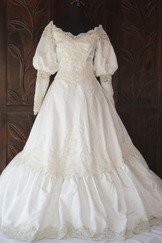 Reserved for Julie - NWT Vintage Stunning Taffeta   Lace Wedding Gown 786d9b6b44b6